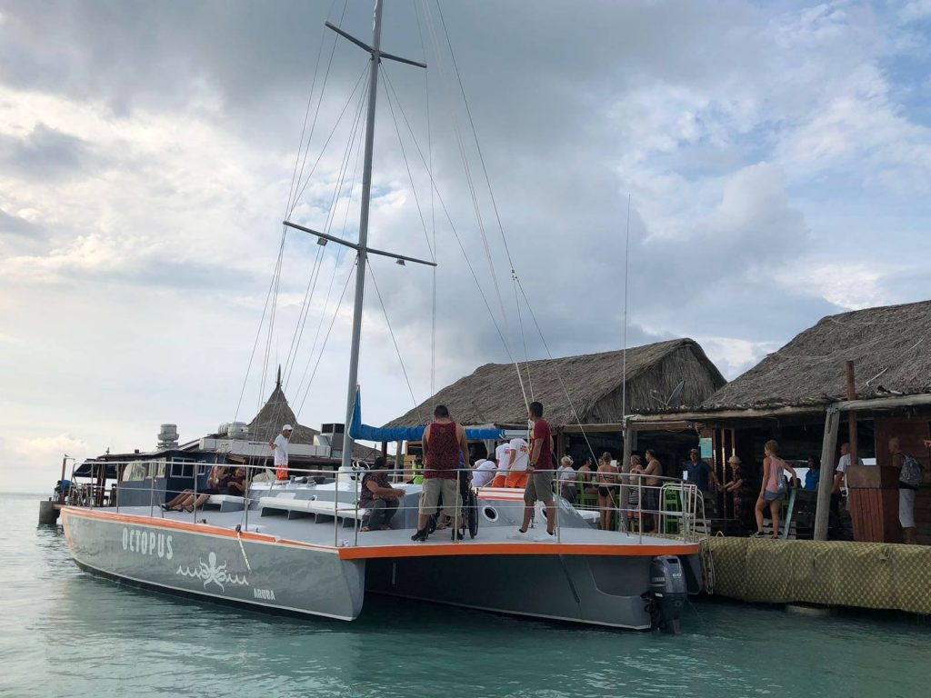 Octopus Aruba contributes to charity