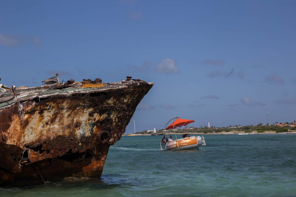 Snorkeling cruise Aruba at shipwreck
